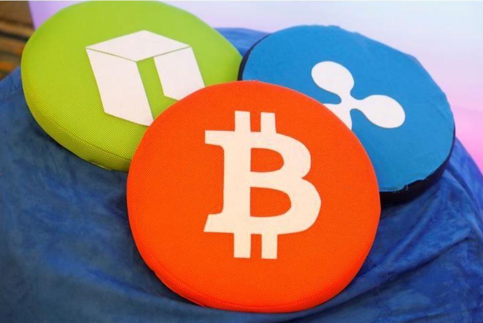 U.S. bank regulator allows fintech firms to seek federal charter